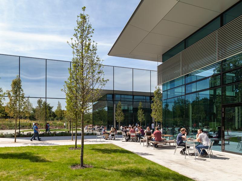 ダイソンの世界本社マルムズベリーキャンパス。129の研究室、実験スペース、及び研究スペースが設けられている