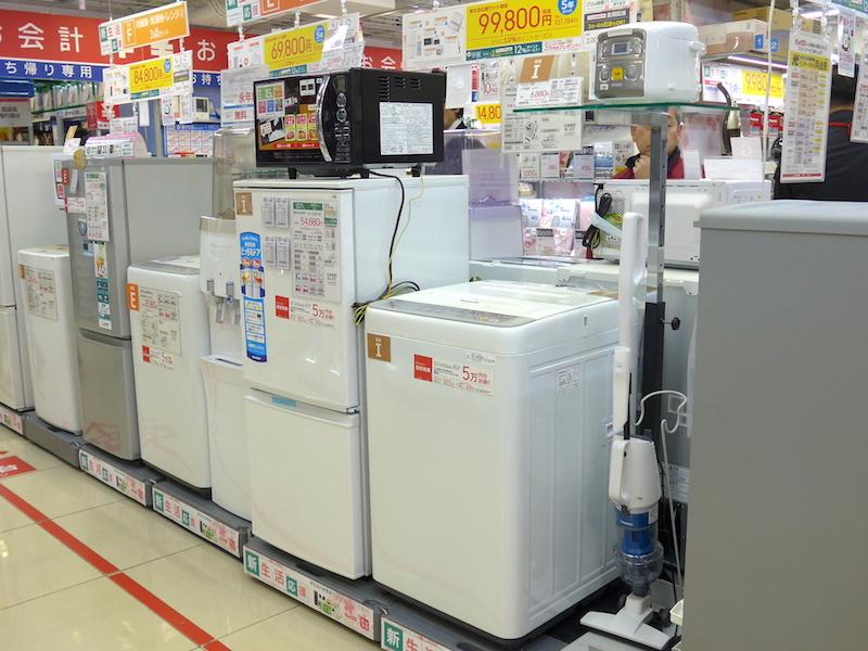 春先の量販店には、新生活向けの製品をセット販売するケースも多い
