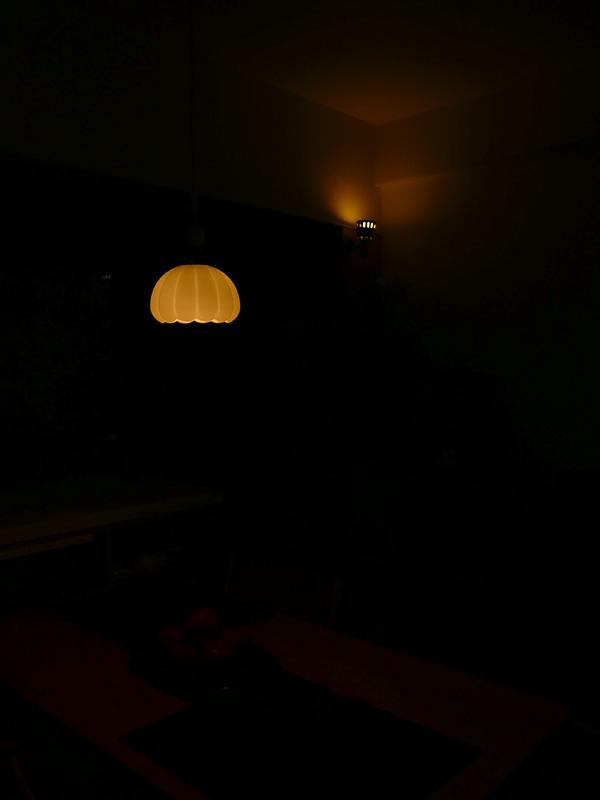 ほの暗い明るさまで調光できるので、常夜灯としても活用できるだろう
