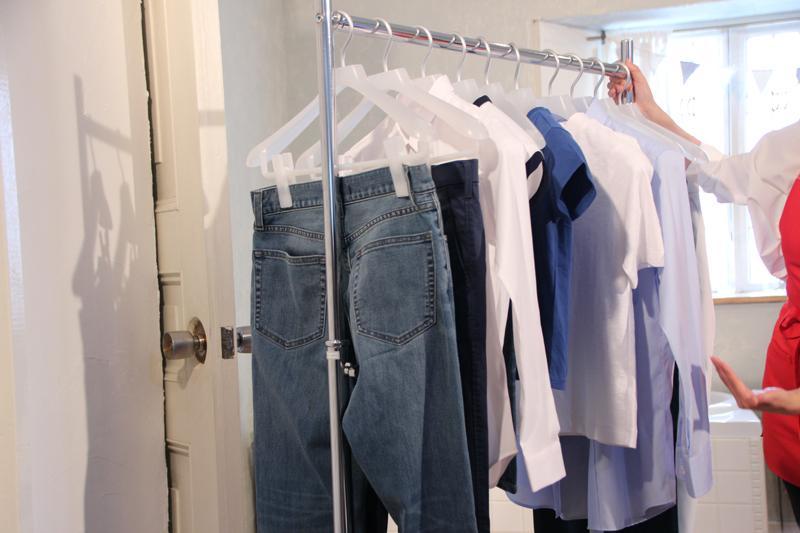 大物衣類は端、小物は中央に干す