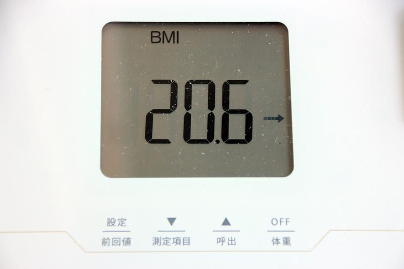体重の次にBMI(肥満度)を表示