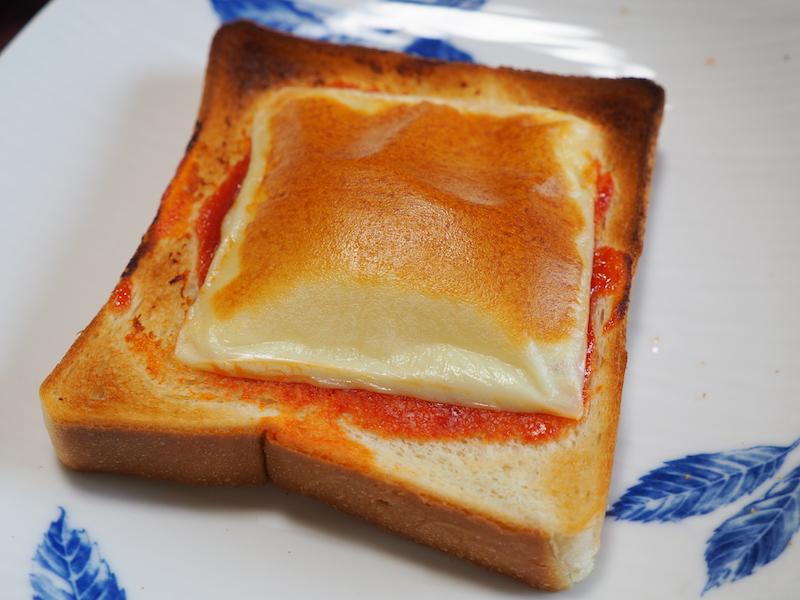 見た目は「焦げすぎ?」なのだが、食べてみるとチーズが程よく香ばしく、中のとろけ具合も美味しかった