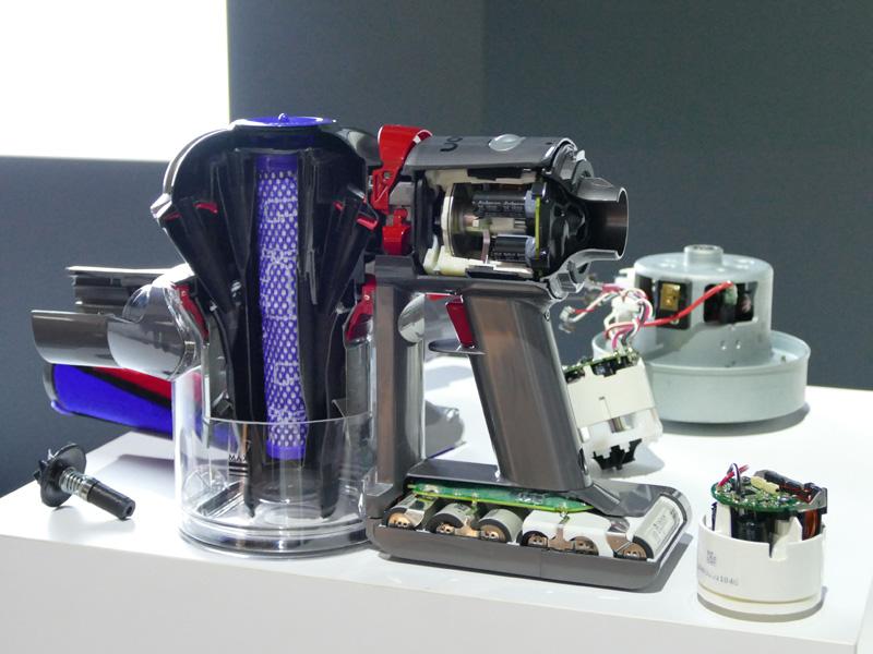 本体カットモデル。モーターの制御を変えたV7モーターを採用する