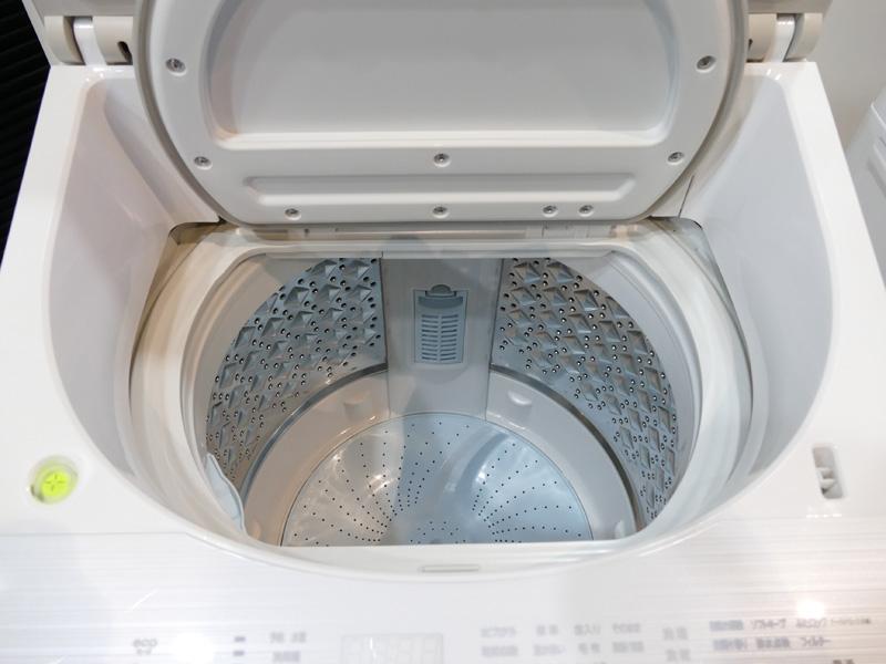 洗濯物が取り出しやすい広くて浅い洗濯槽を採用