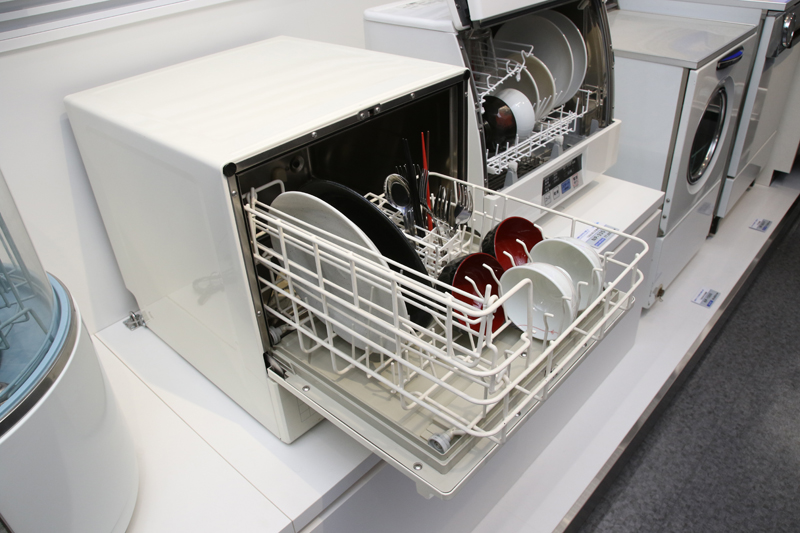 前作の卓上型からおよそ20年して現代の食洗器っぽく! 時代はバブルまっさかり