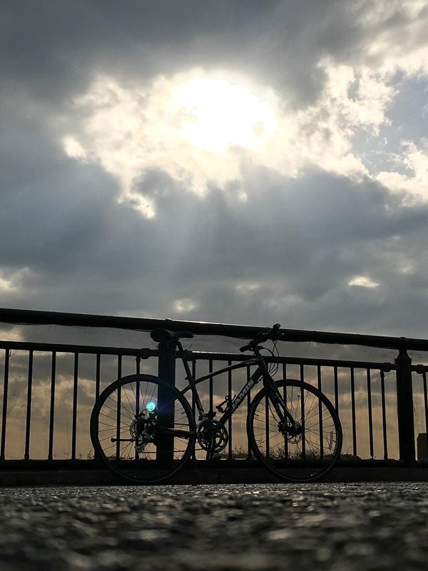 これはまだ初めて間もない頃。江ノ島に行ったときの様子。きれいな景色を楽しめるのも自転車の魅力です