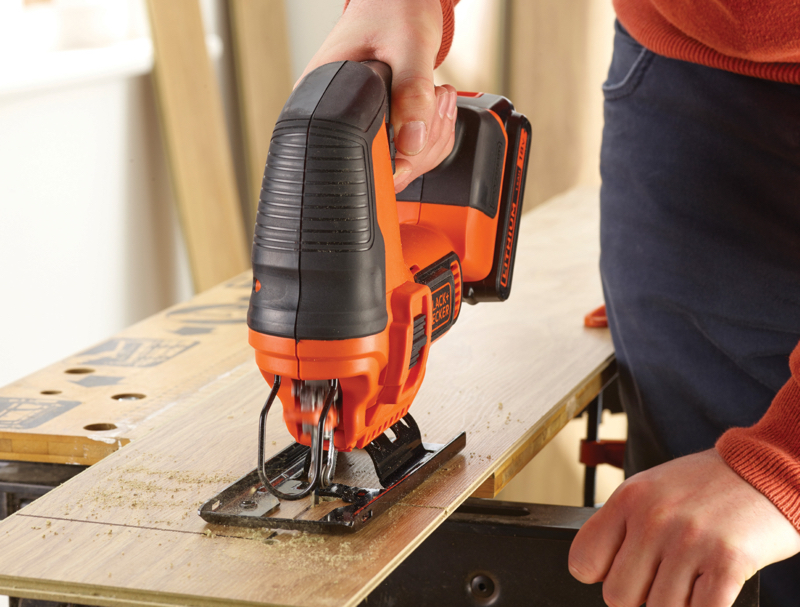 厚さ55mmの木材、20mmまでのアルミなどを切断できる