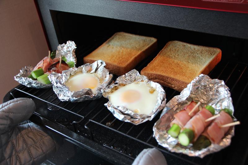トーストとアスパラのベーコン巻きは美味しくできた。目玉焼きは黄身が固くなってしまった