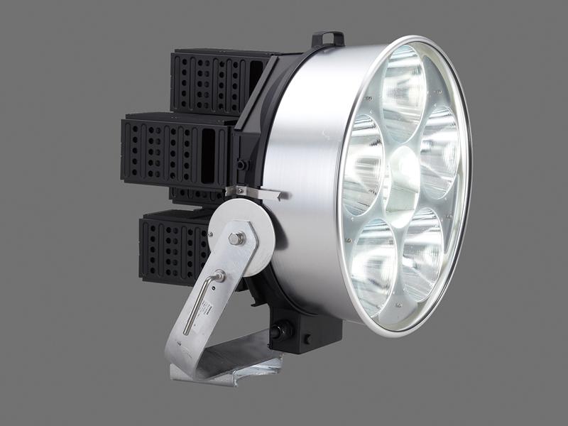 高出力の小形メタルハライドランプ 2kW器具相当。東芝ライテックのラインアップで最も光出力の高い製品であり、今回が初めての納入事例となる