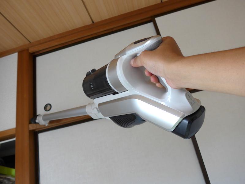 高い場所の掃除も、男性なら軽々と向けられる