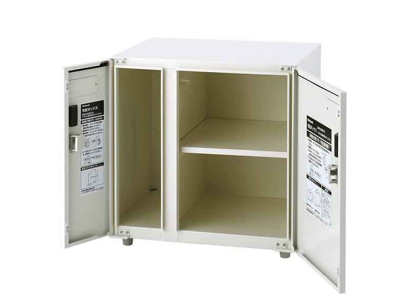 棚板つきで、荷物の積み上げによるダンボールの変形を防ぐ