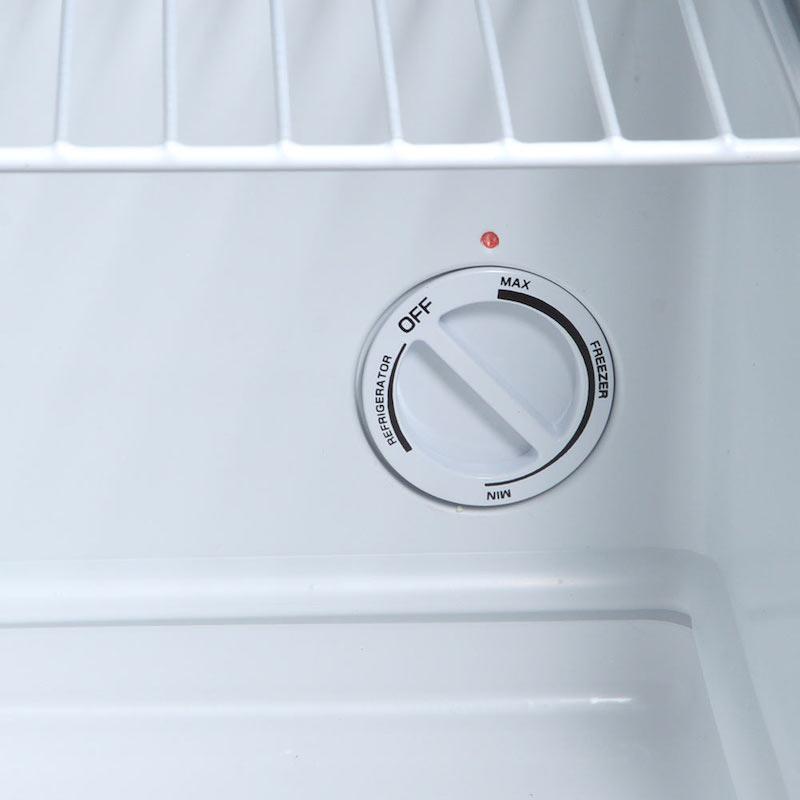 庫内のダイヤルを回すだけで、設定温度が変更可能