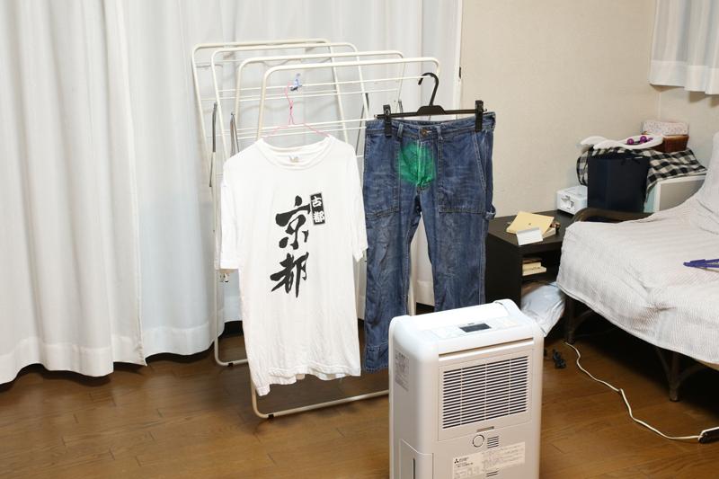Tシャツが乾くと、ジーパンだけに送風をし始める