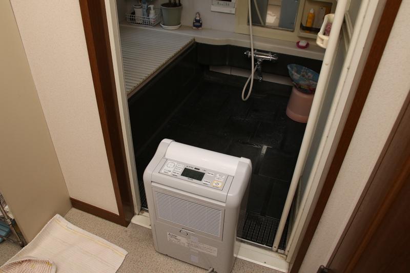 床の一部が濡れているが、足で水を払っておけばカサカサになる程度。まるでチェックインしたホテルの風呂のような仕上がりになる