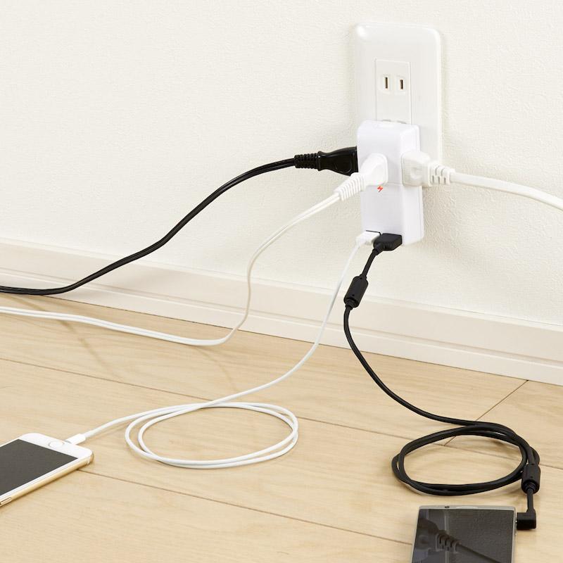 差込口は左右に各1個、前面に1個、USBポートを前面に2個配置