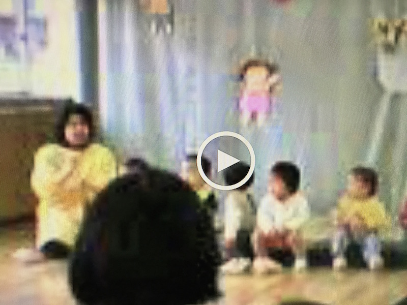 ガラケーで撮った動画。こんな低解像度でも自分の子供はもちろん友達の名前も思い出せる。画素より思い出!