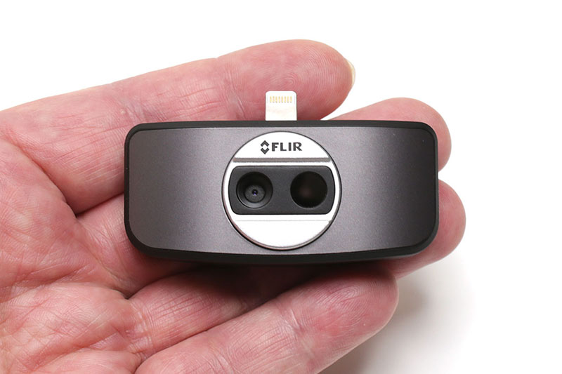 """購入したスマートフォン用サーモグラフィー、FLIR(フリアー)の<a href=""""http://www.flir.jp/flirone/content/?id=62912"""" class=""""n"""" target=""""_blank"""">「FLIR ONE」</a>です。iPhone用とAndroid用があり、3万5000円くらいです。詳しい記事は<a href=""""http://k-tai.impress.co.jp/docs/column/stapa/20160530_759692.html"""" class=""""n"""" target=""""_blank"""">コチラ</a>に書きました"""