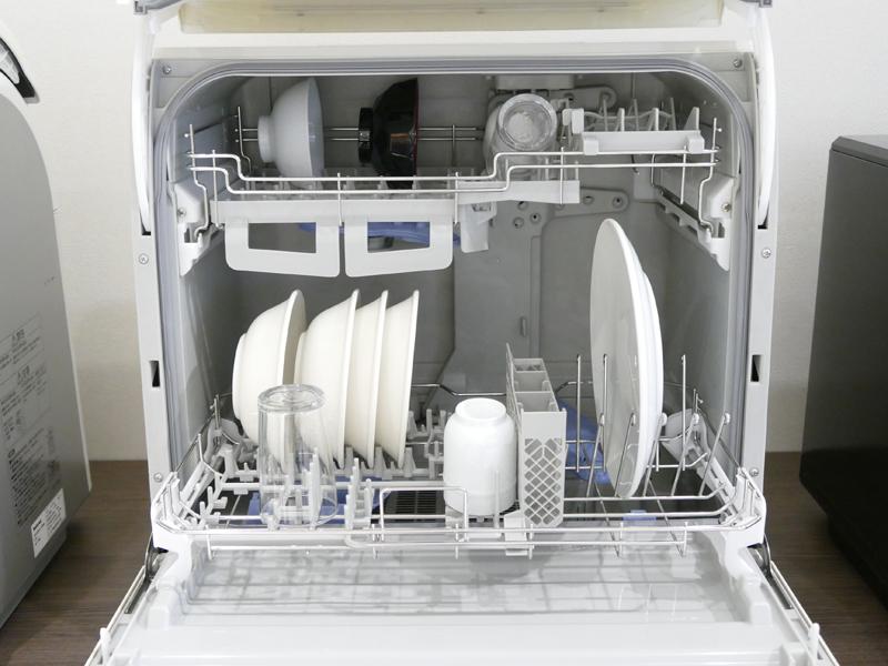 改良後の2009年モデルのカゴ。従来より、収納点数が少なくなり、食器を立てる仕切りの間隔も広くなっている