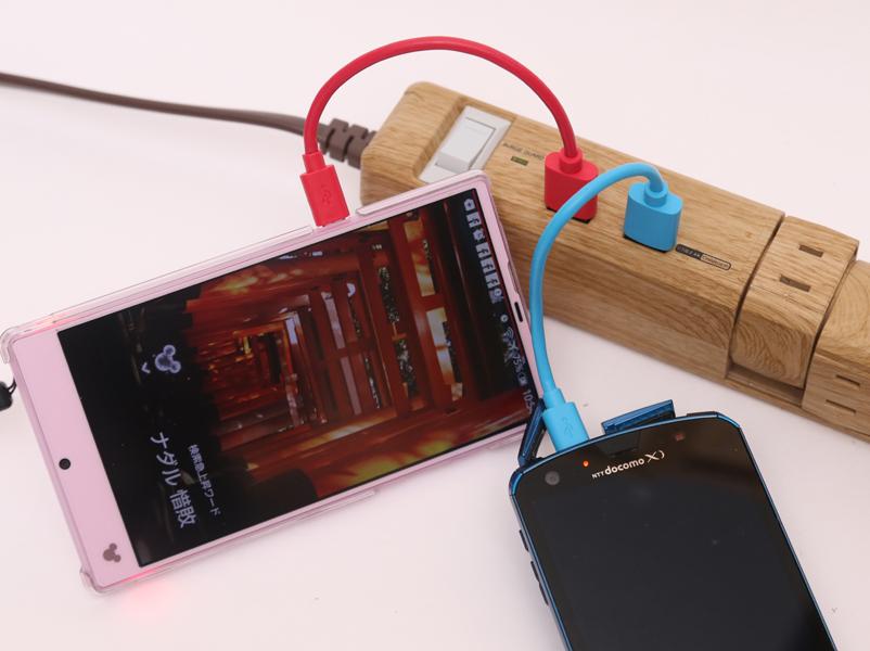 USB出力がついているので、スマホを2台同時に急速充電可能!