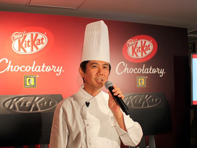 キットカット ショコラトリーの商品開発にあたるトップパティシエの高木康政氏が新商品を紹介