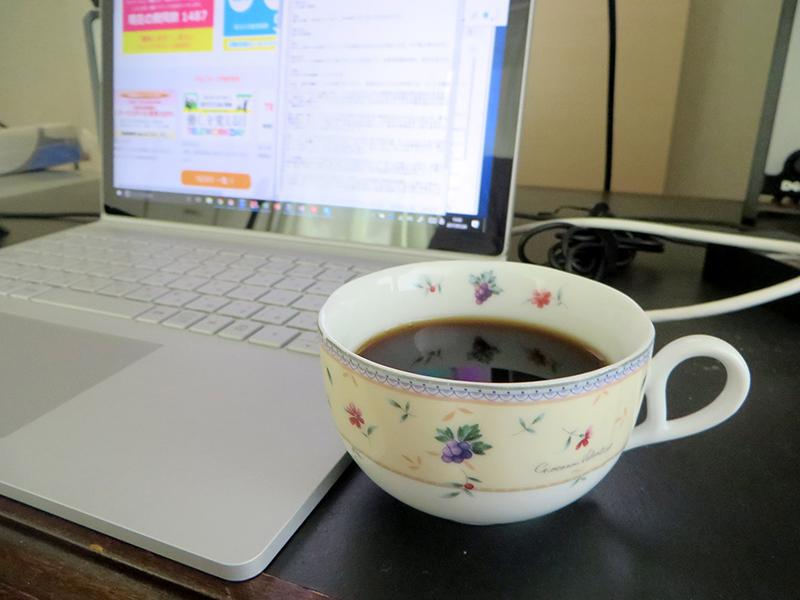 一人静かに淹れたてのコーヒーをカップで飲めるという当たり前のことに軽く感動を覚える
