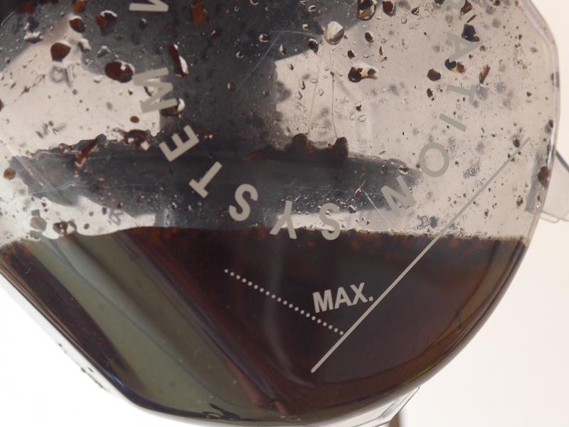 麦茶で実験した後の水タンク内