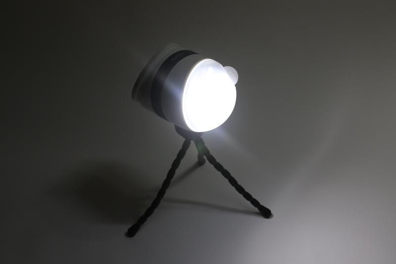 まぶしいほどの光で、10m先程度まで道路を明るく照らせる
