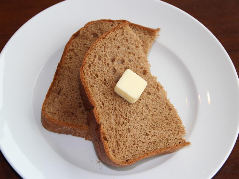 味は普通の食パンよりも香ばしい。苦味のある味が好きなので美味しくいただけた。トーストしてバターを塗っただけでも美味しい