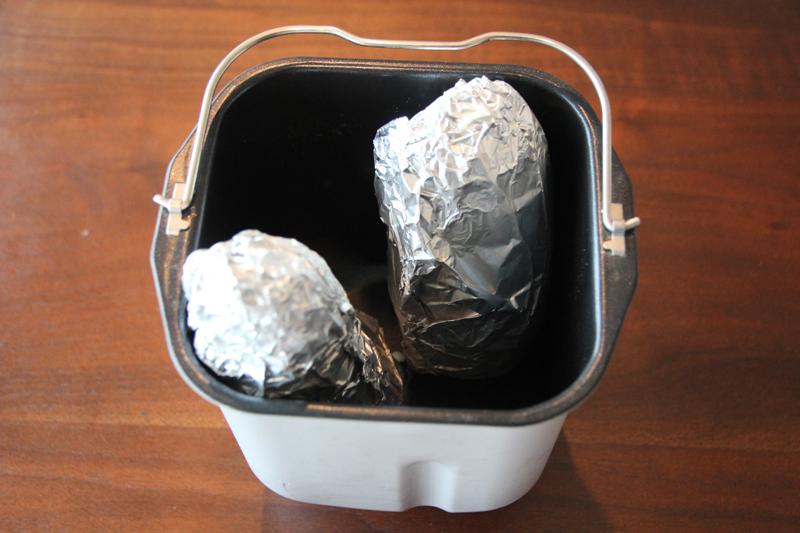 アルミホイルを巻いてパンケースに立てて入れる。このときは羽根を使わない