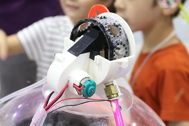 じつは大人的、メイカー的にはこの部分を3Dプリンターで作っちゃうのが凄いトコ。でも、子どもたちには、そんなの関係ねぇ! と
