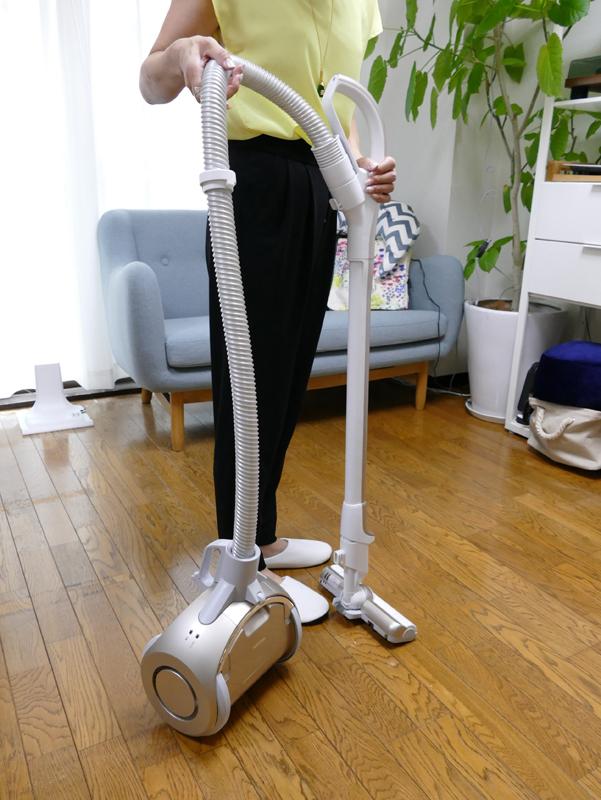 円筒形の本体に、大口径の車輪を組み合わせているため、たとえ本体をひっくり返しても……
