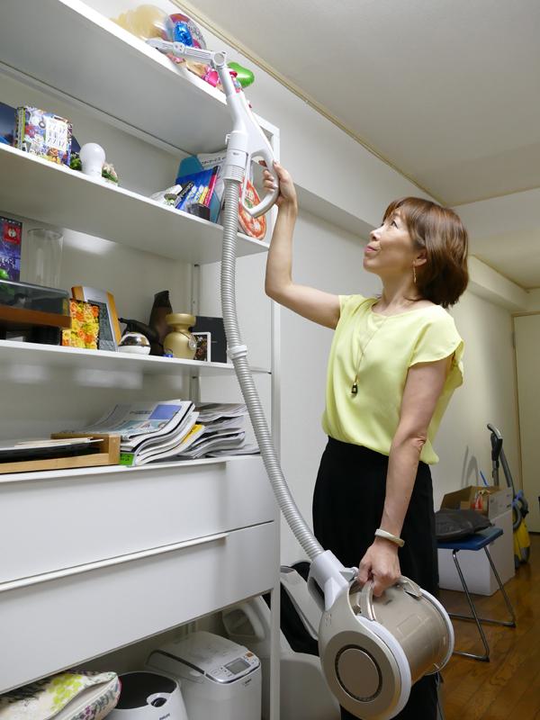 棚の上やエアコンのルーバーを掃除するときもスムーズ!