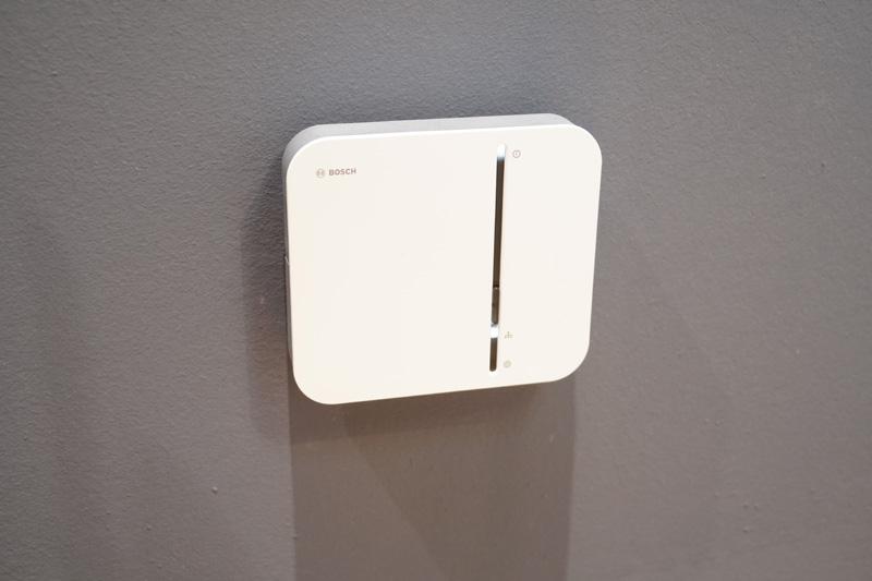 Bosch Smart Homeのスマートホームコントローラー。ローカルストレージに各センサーで取得したデータを保存する