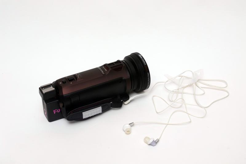ワイヤードなイヤフォンだとコードが絡んで撮影するのにスゴク邪魔っ!