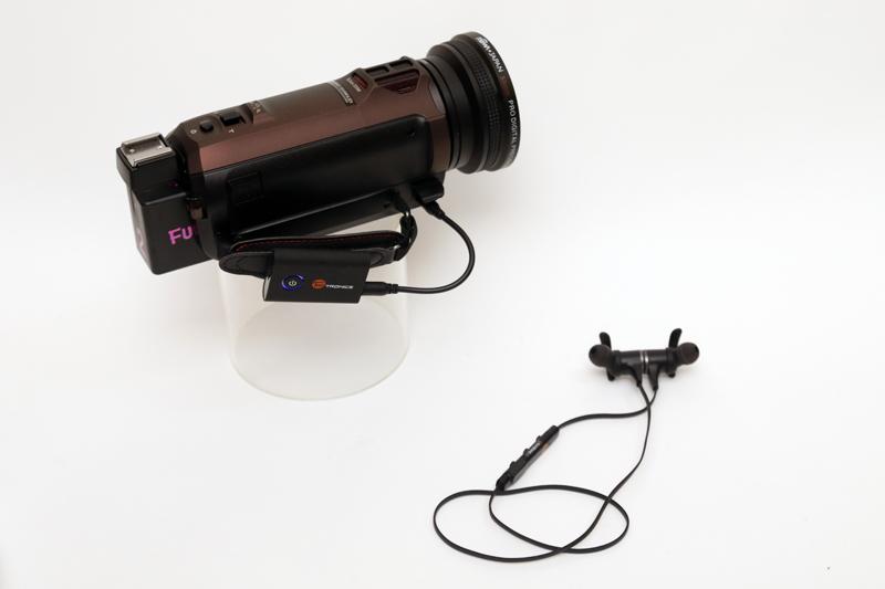 Bluetooth対応のヘッドフォンやイヤホンで受信してモニター音声が聞ける。ワイヤレスなので撮影もラクチンに