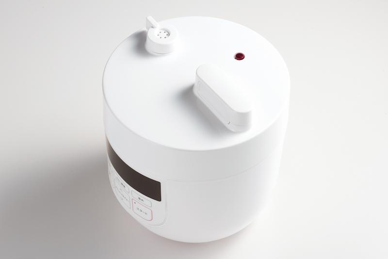 圧力表示ピンと蓋ロックピンのダブルロックで安全性を高めている