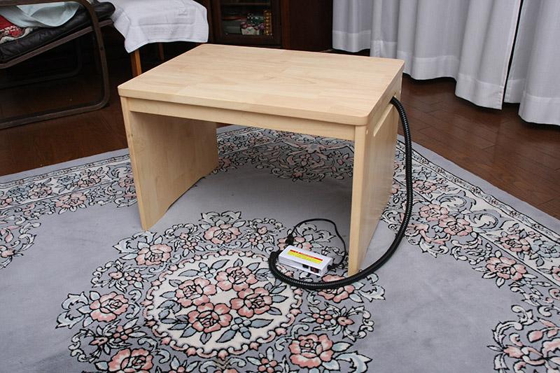 遠赤ヒーター付きサイドテーブル。簡単に言うとペット専用コタツ
