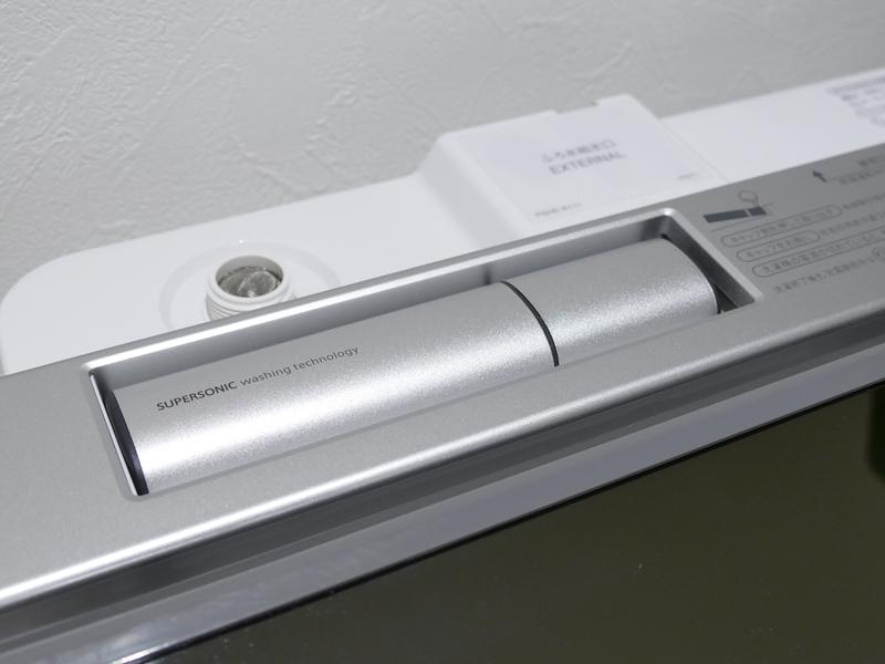 超音波ウォッシャーがあらかじめ本体に配置されている