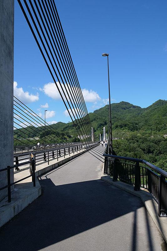 橋の上ですが、ココもけっこーな高所。「八ッ場ダム見てきた感」がUPしました!