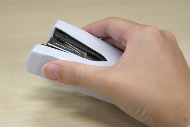 親指が当たる部分がくぼんでいて握りやすい