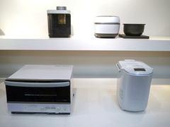"""""""禁断の素材""""を使って新たな土鍋作りに挑んだタイガーの炊飯器に迫る タイガー魔法瓶の高機能調理家電「GRAND X(グランエックス)」シリーズ。左上から時計周りに、コーヒーメーカー、IHジャー炊飯器、IHホームベーカリー、スチームコンベクションオーブン"""