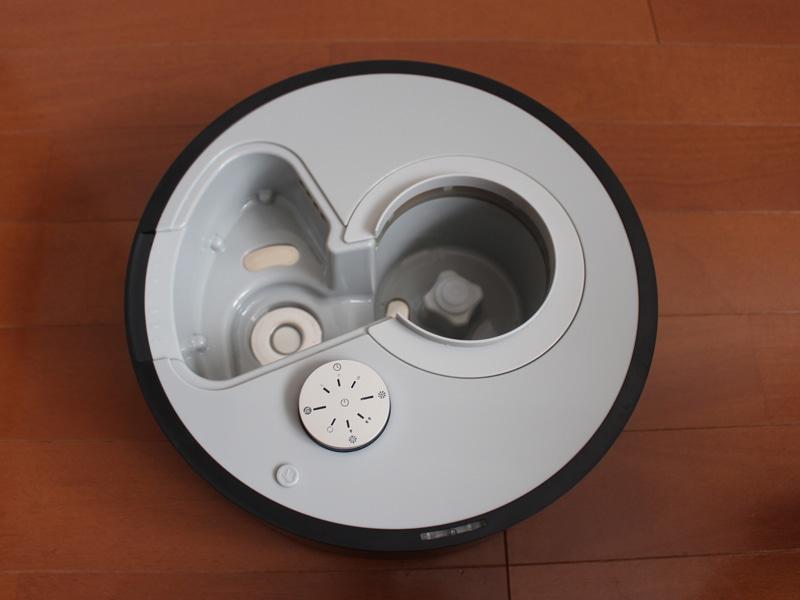本体。左側にある円形のシルバー部分の霧化ユニットでミストを発生させる