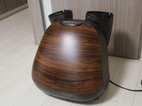 こだわり派もこれなら置きたい! amadanaコラボでデザイン性の高いフットマッサージャー 木目調のパネルを採用した「3Dフットマッサージャー amadanaモデル」