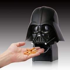 ダース・ベイダーのマスクから柿の種が出てくる「STAR WARS おつまみサーバー」 「STAR WARS おつまみサーバー」ダース・ベイダー
