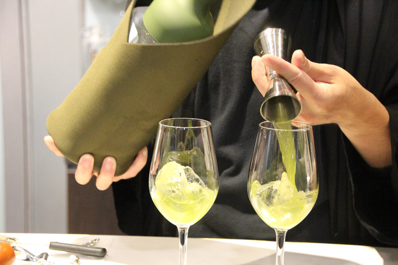 蒸留酒であるジンを使ったカクテル「煎茶GIN」も提案