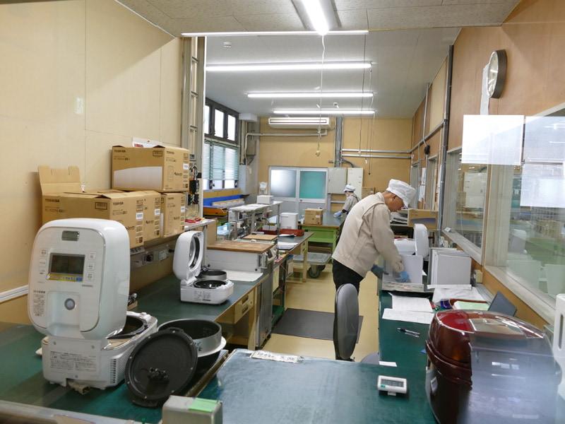 家電製品出荷検査室では無作為に製品を抜き取り、出荷検査しているそうです
