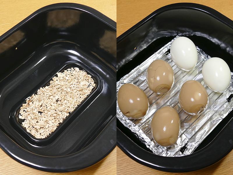 くんせい容器の底の中心部にウッドチップを15g入れる(左)。次にアルミホイルで覆ったくんせい網を置き、その上に食材同士が触れないように並べる