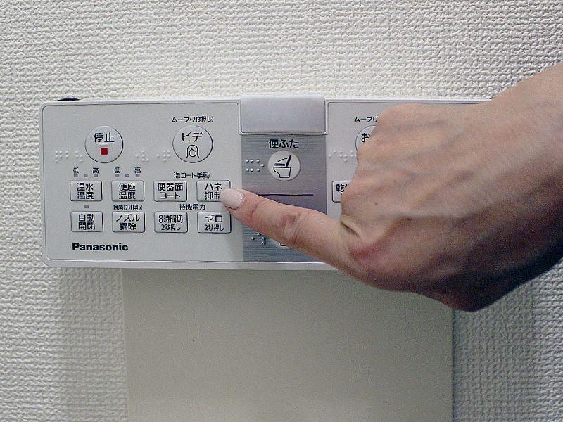 泡コートは自動で作動するよう設定できるが、試運転のため、手動ボタンを押してみた