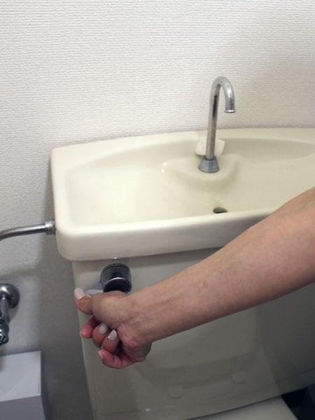 念のため水洗レバーを下ろし、水が流れないことを確認した
