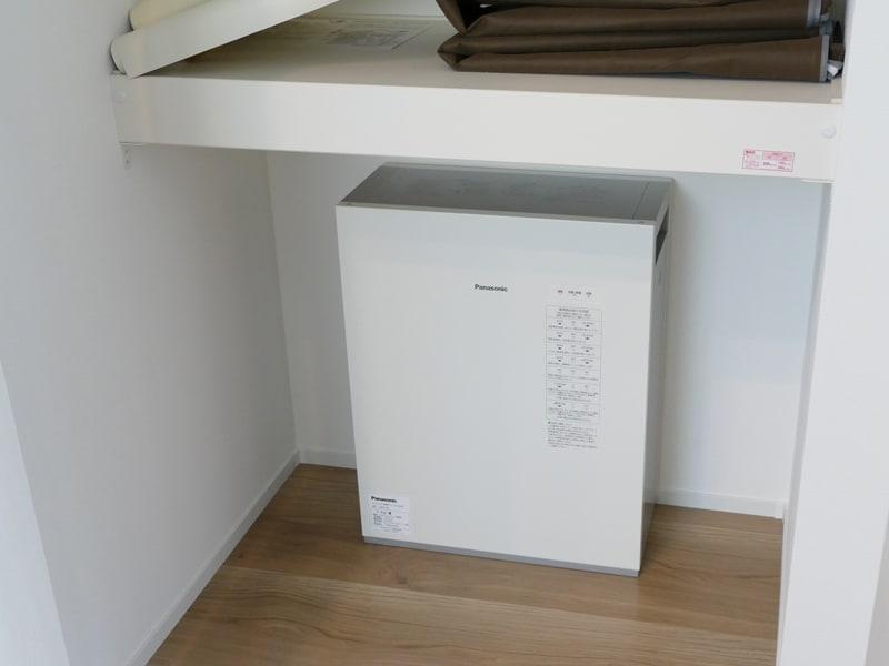 蓄電池は、1階和室のクローゼット奥に設置されている